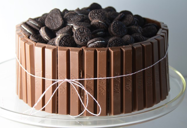Chocolate Kit Kat Oreo Cake