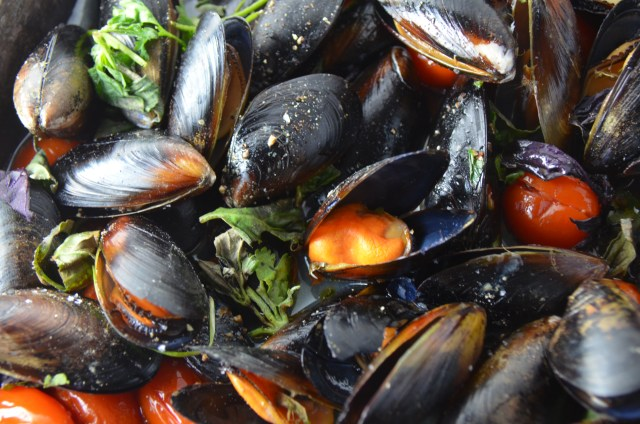Baked Mussels With Tomato And Capers