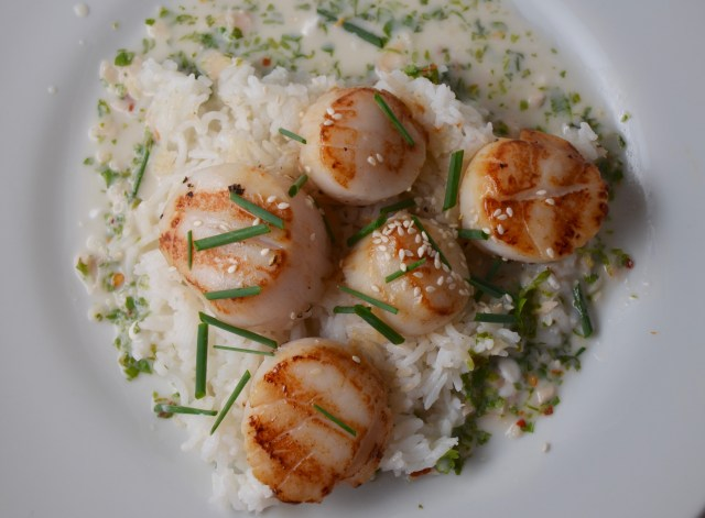 Grilled Sea Scallops With Coconut-Chile Sauce