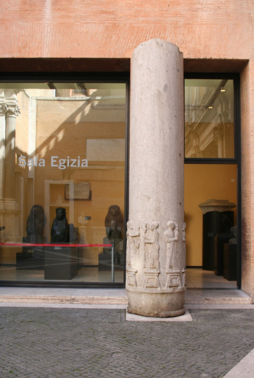Pillar_Isiac_Capitoline