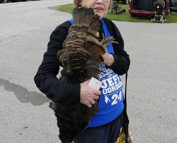 Live Turkeys Dropped from Plane During Arkansas Turkey Trot Festival