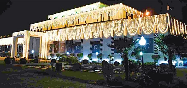 Aiwan-e-Sadar (President's House) in Islamabad illuminated on Eid-e-Milad-ul-Nabi