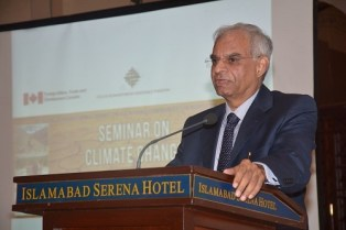 Dr. Qamar-uz- Zaman Choudhry speaking at the Climate Change Adaptation seminar in Islamabad