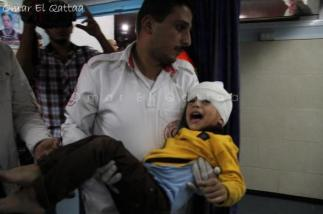 nov-21-2012-child-wounded-photo-by-omar-al-qatta-gaza-under-attack-2