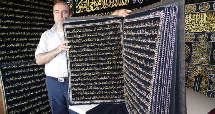 The Syrian Calligrapher Refused to Sell his artwork Quran he wrote with golden thread | Islam Hashtag