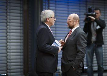 Juncker (izquierda) con Schulz, el pasado 3 de marzo en Berlín.