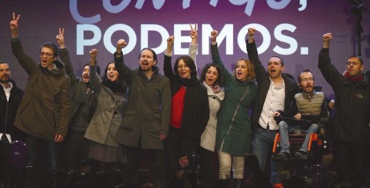 Dirigentes de Podemos celebran los resultados de las elecciones generales de diciembre de 2015.