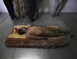 جثة القذافي ستدفن الثلاثاء في مكان مجهول