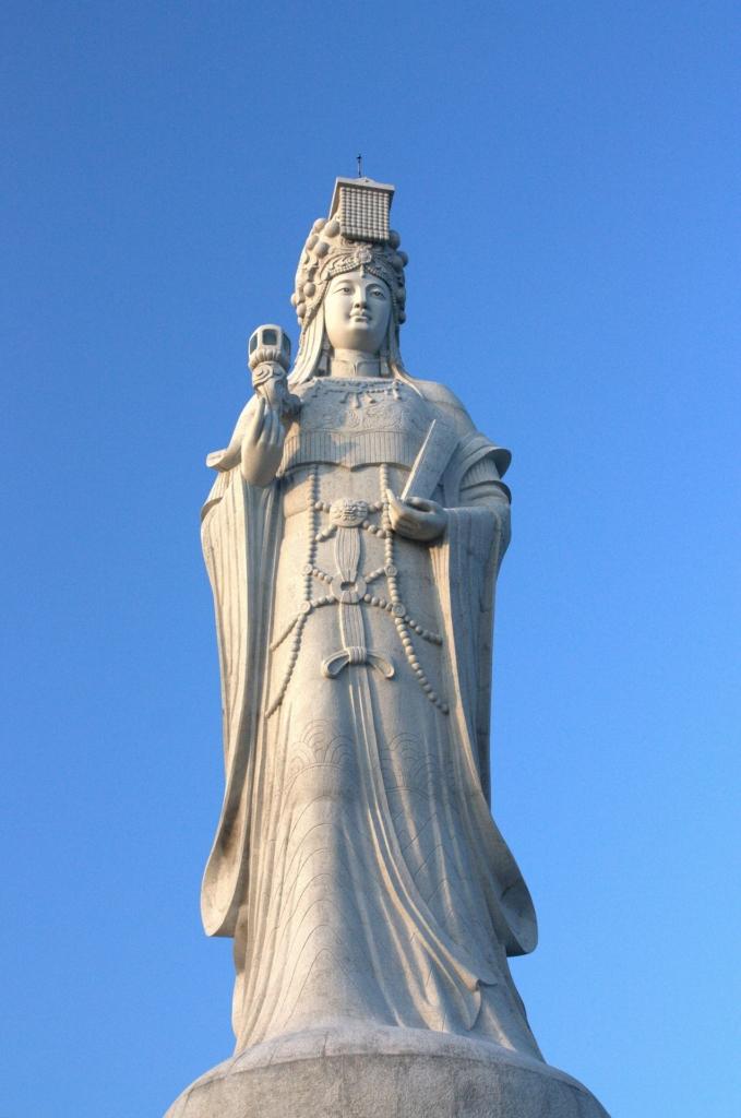 Photo: Large Matsu statue