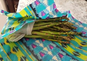 uses for Beeswax wraps, image of asparagus wrapped in Beeswax wrap