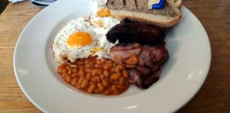 A fry-up at The Elk in the Woods, Camden Passage. Photo: Ewan Munro