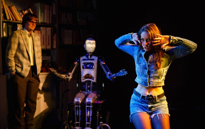 The presence of a sophisticated robot distracts from thes subtle elements of the performance