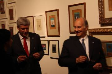 Canadian Prime Minister Stephen Harper and His Highness The Aga Khan after viewing Aisha Khalid's art work. (Image: Ismailimail/Aisha Khalid)