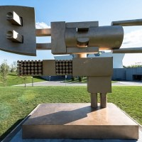 Iranian Artist Parviz Tanavoli unveils his largest ever work at Toronto's Aga Khan Museum