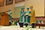 Chief guest and Dean Medical College AKU Dr Farhat Abbas awarding a student at AKU's 21st PGME graduation ceremony