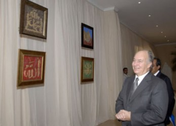 Mawlana Hazar Imam looks at a display of calligraphy produced by children from the Jamat of Mozambique before entering the darbar hall. Copyright: Photo: Aziz Islamshah