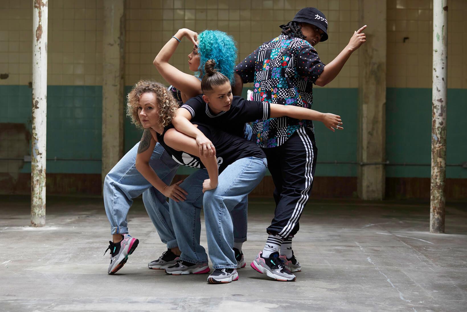 pam pam x adidas Originals: un throwback a los 90 con breakdancing y estilo urbano