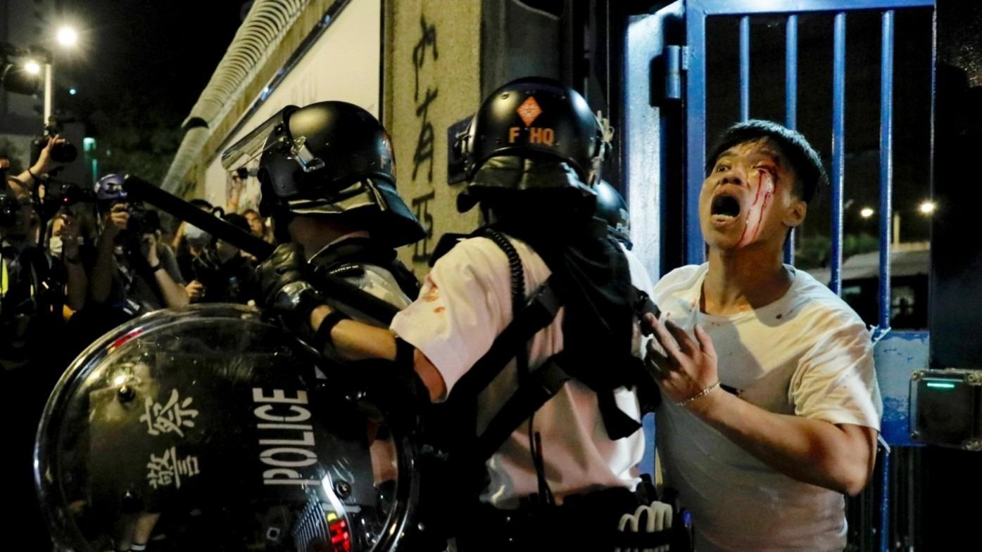 Hong Kong: Manifestantes a juicio y uso de lásers en protestas para evitar reconocimiento facial