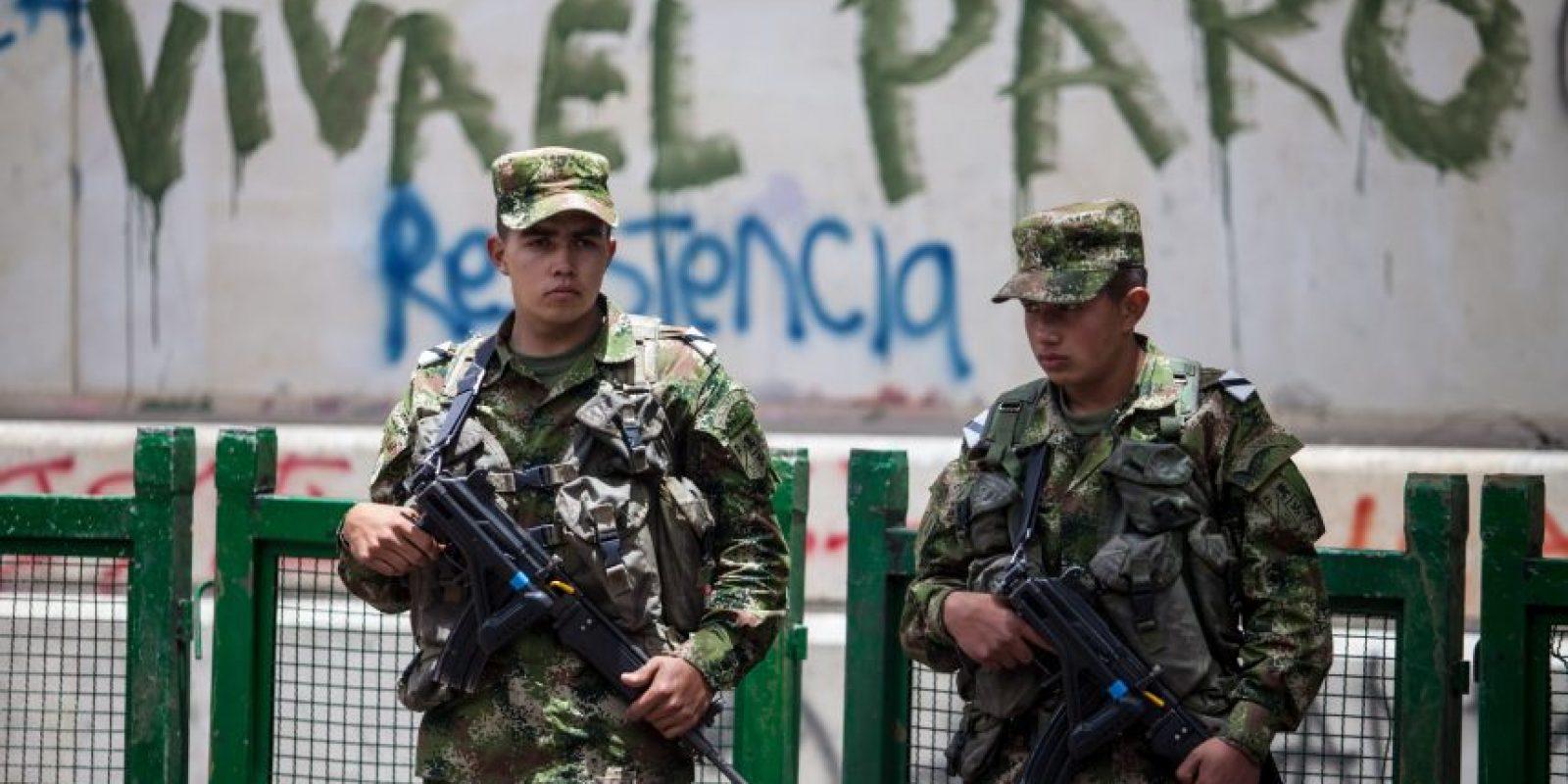 Colombia: Gobierno cierra la frontera, anuncia toque de queda y saca a los militares a la calle antes del paro nacional