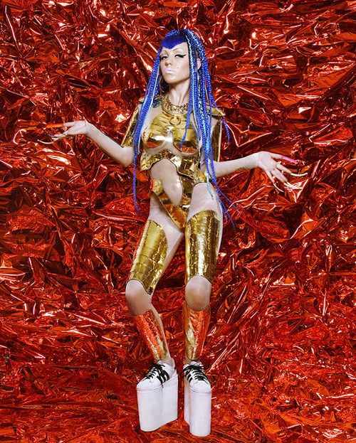 "Brooke Candy en el video con Grimes titulado ""Genesis"". Foto: Pinterest"