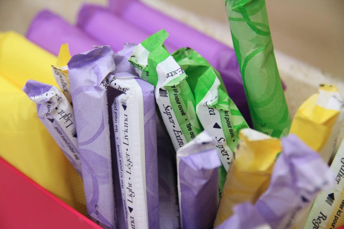 Inglaterra entrega productos gratuitos para la menstruación para combatir el estigma en las escuelas