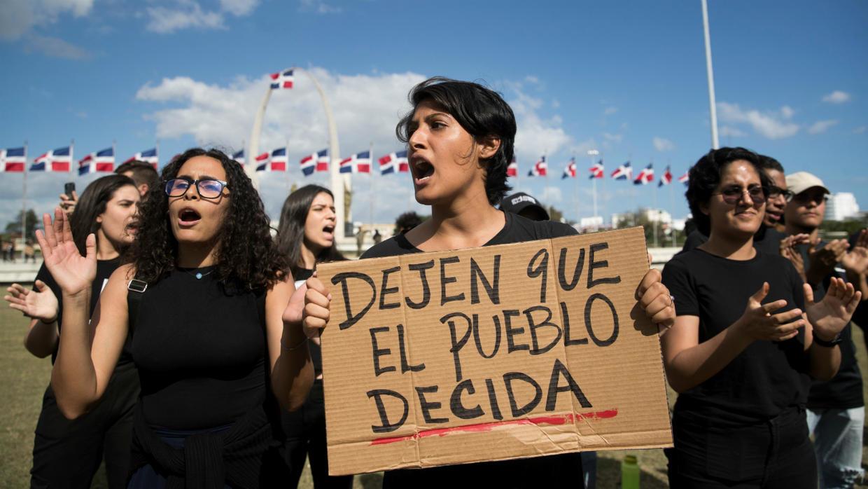 Todo lo que sabemos sobre las fallidas elecciones y las protestas en República Dominicana