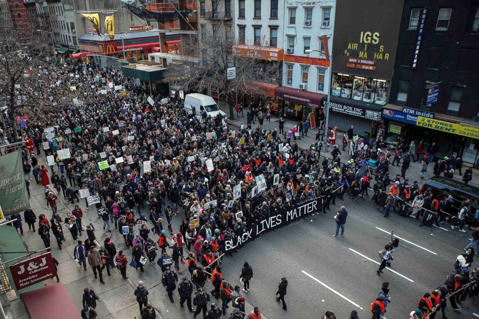 La Marcha Nacional contra la Violencia Policial, organizada por la Red de Acción Nacional, el 13 de diciembre de 2014, en Nueva York. La marcha coincidió con una marcha en Washington, D.C., después de que dos grandes jurados decidieran no acusar a oficiales de policía blancos por la muerte de hombres afroamericanos desarmados a manos de la policía. Fotografía: Kena Betancur/Getty Images