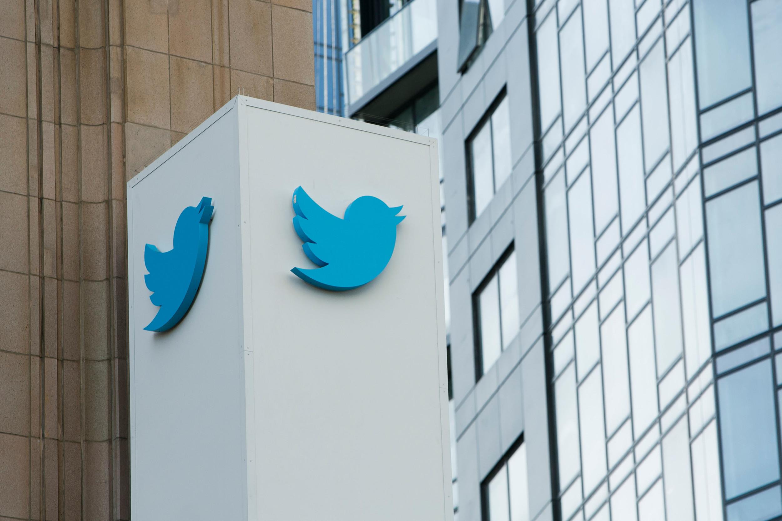 Hackers habrían pagado a empleado de Twitter para acceder a herramientas internas y hacer estafa con bitcoins