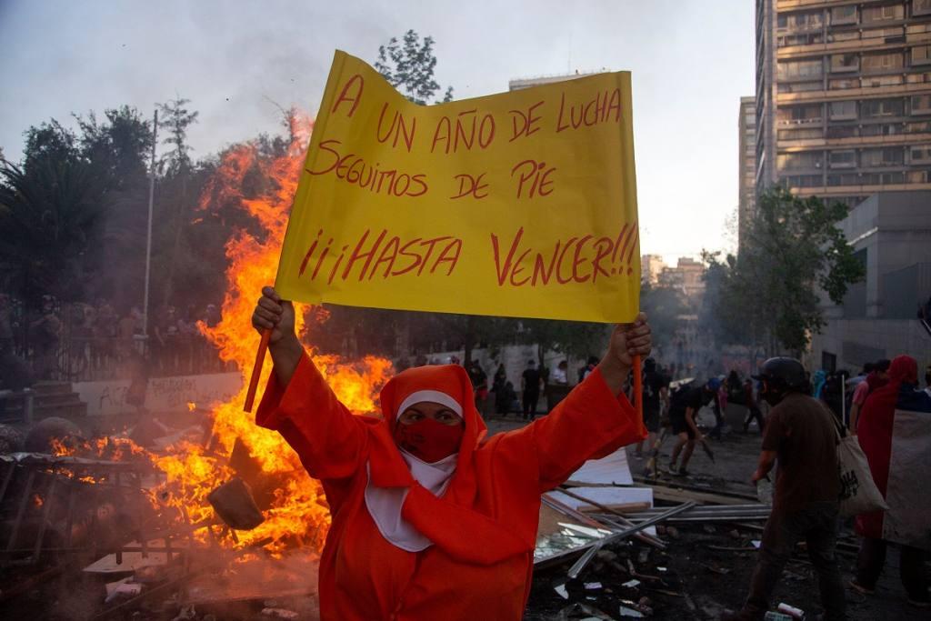 25.000 manifestantes, 580 detenidos, 2 iglesias quemadas: las cifras que dejó el aniversario del 18-O en Chile