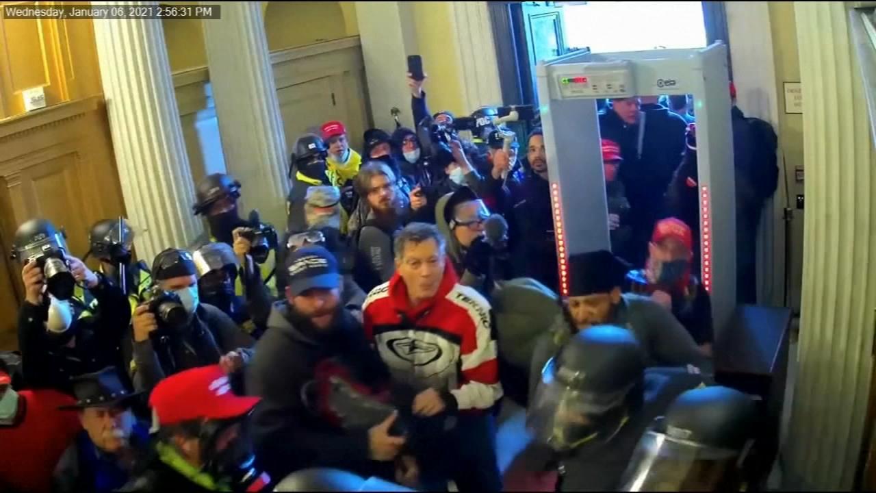 EE.UU.: Juicio político a Trump muestra perturbadoras imágenes de legisladores asediados por los atacantes del Capitolio