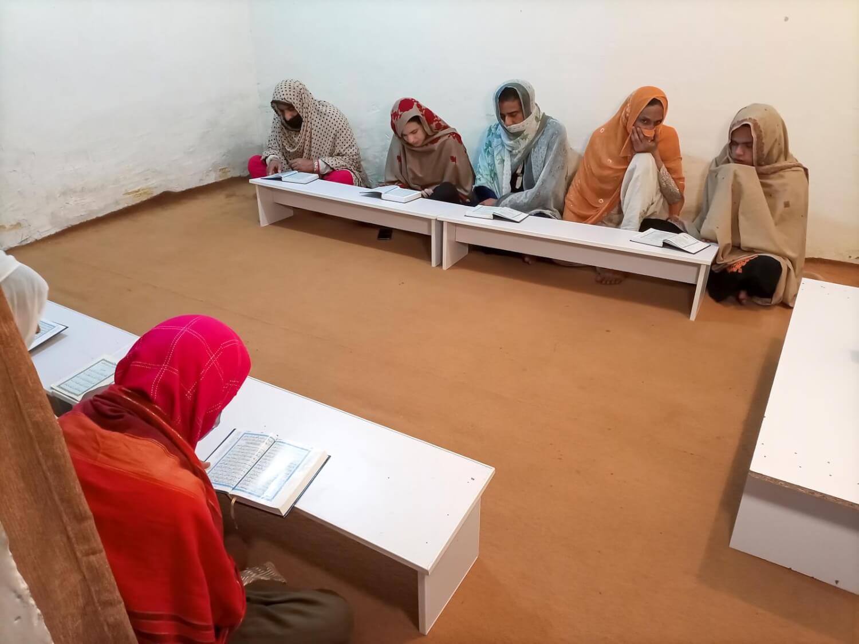 Esta mujer trans abrió la primera escuela islámica de Pakistán para estudiantes trans