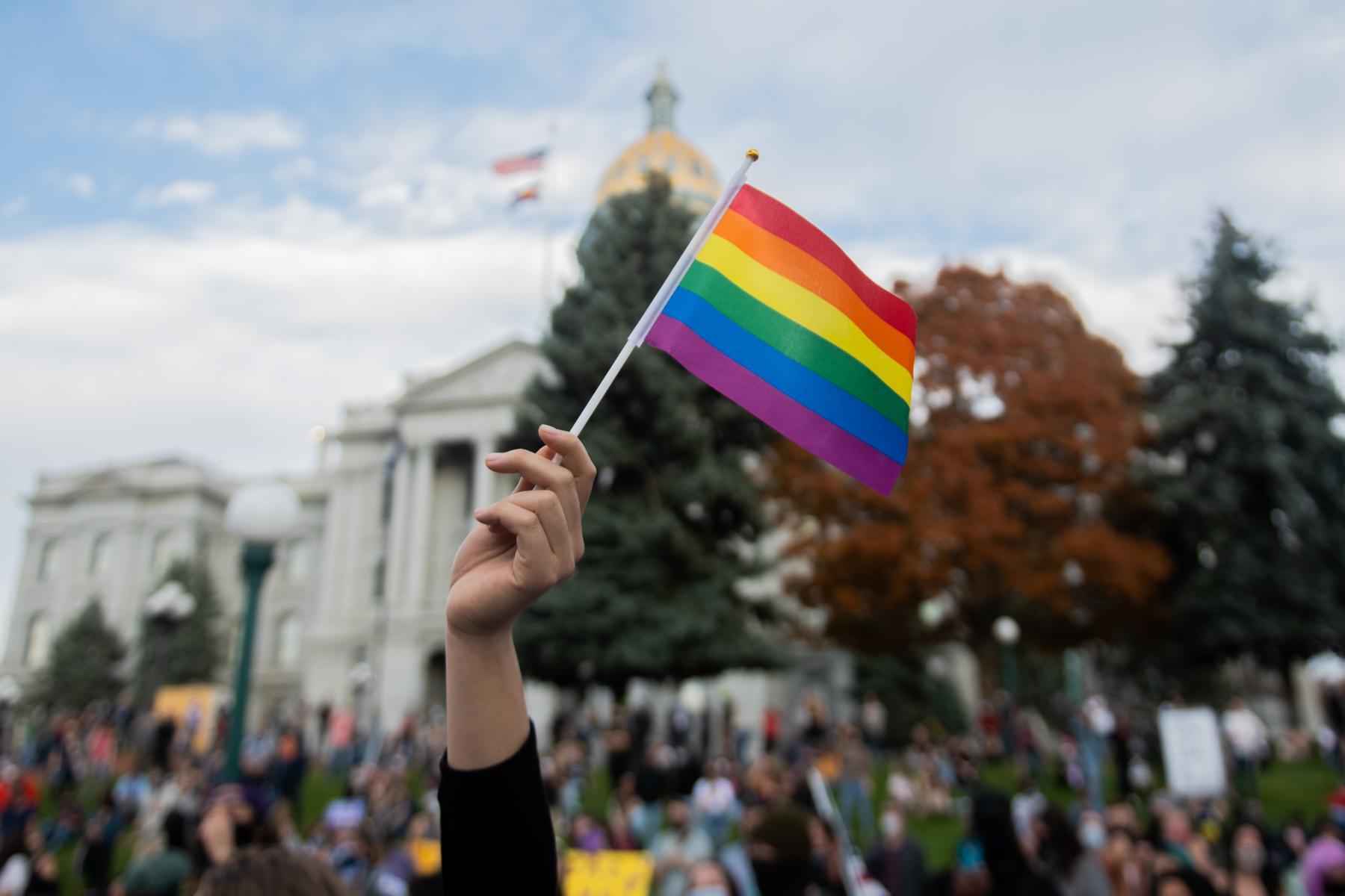 La generación z reafirma su identidad LGBTQI+ a su familia y amigos entre los 15 y los 17 años, según estudio