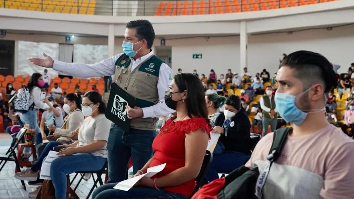 Coronavirus: Colombia autoriza al sector privado para compra de vacunas; Argentina detiene las clases presenciales