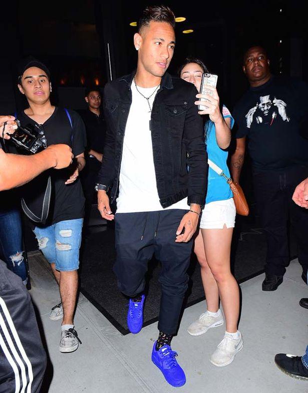 Neymar-dad-party