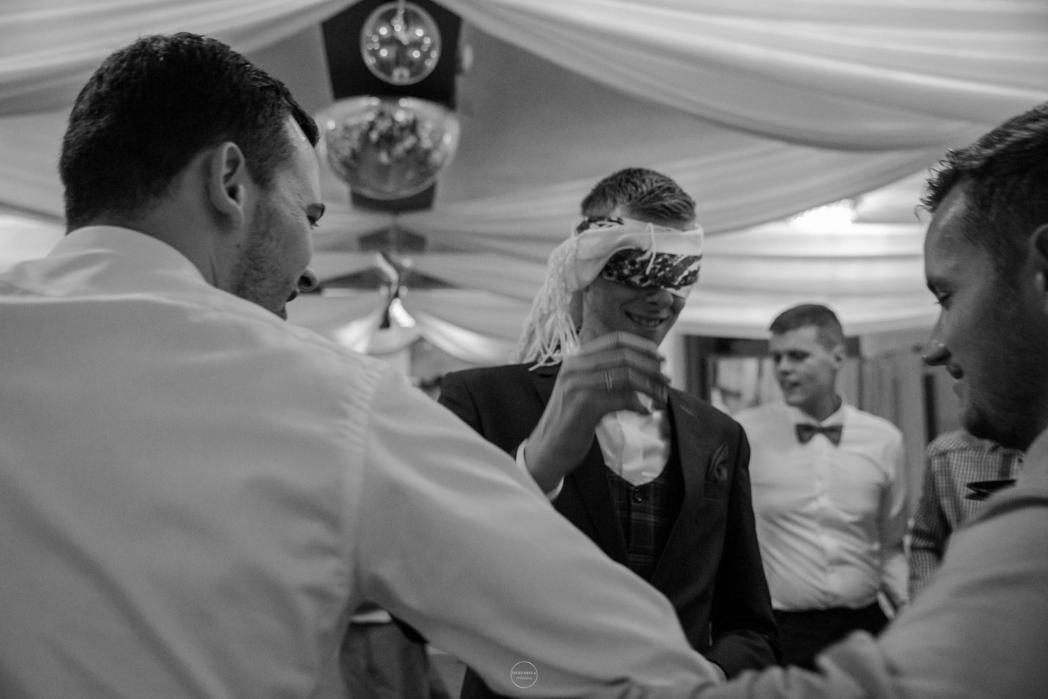 fotograf wolbrom fotograf ślubny olkusz fotografia ślubna zawiercie fotograf trzebinia  oczepiny zabawa weselna