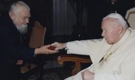 Enzo branco com João Paulo II