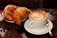 cappuccino e croissants