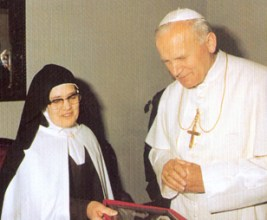 Carmelite John Paul II and Sister Lucia 1982-001