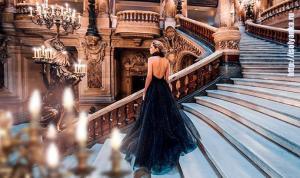 Вера Брежнева на сказочной фотосессии в Париже примерила несколько роскошных платьев