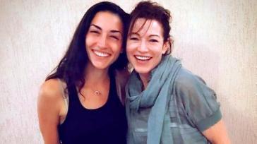 46-летняя актриса Алена Хмельницкая с дочерью выглядят словно сестры!