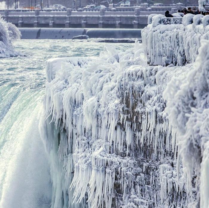 image10-4 | Замерзший Ниагарский водопад напоминает Нарнию — это просто волшебно!