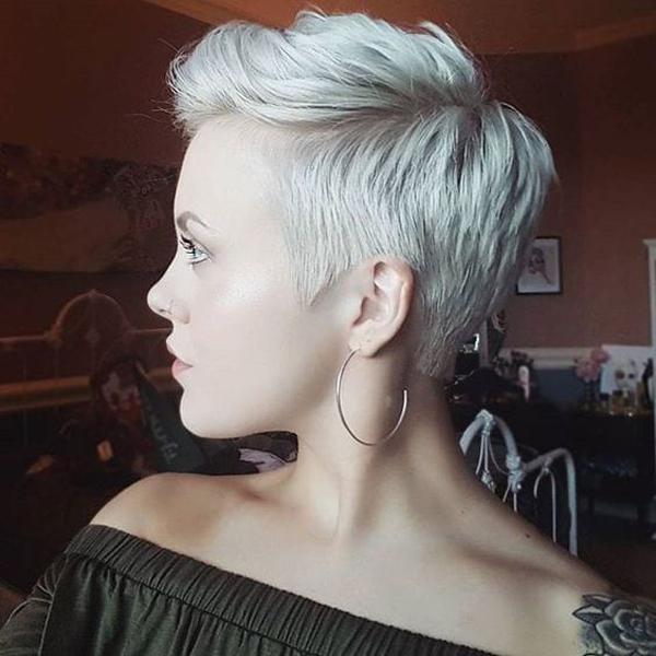image11-47   Стильные укладки на короткие волосы 2018