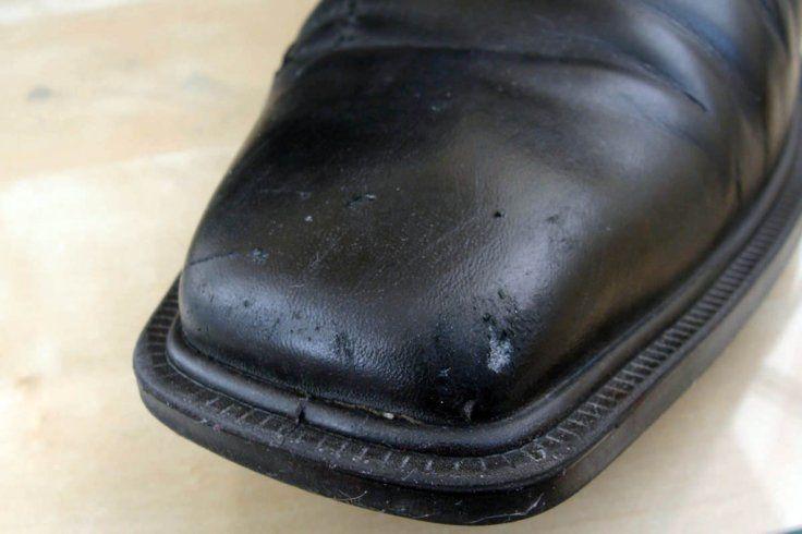 image3-164   Как убрать царапины, трещины и потертости с кожаных туфель, сумок и мебели