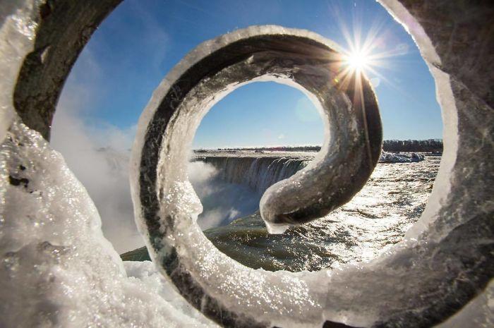 image4-9 | Замерзший Ниагарский водопад напоминает Нарнию — это просто волшебно!