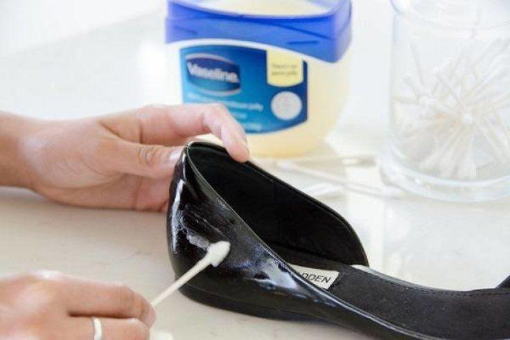 image7-111   Как убрать царапины, трещины и потертости с кожаных туфель, сумок и мебели