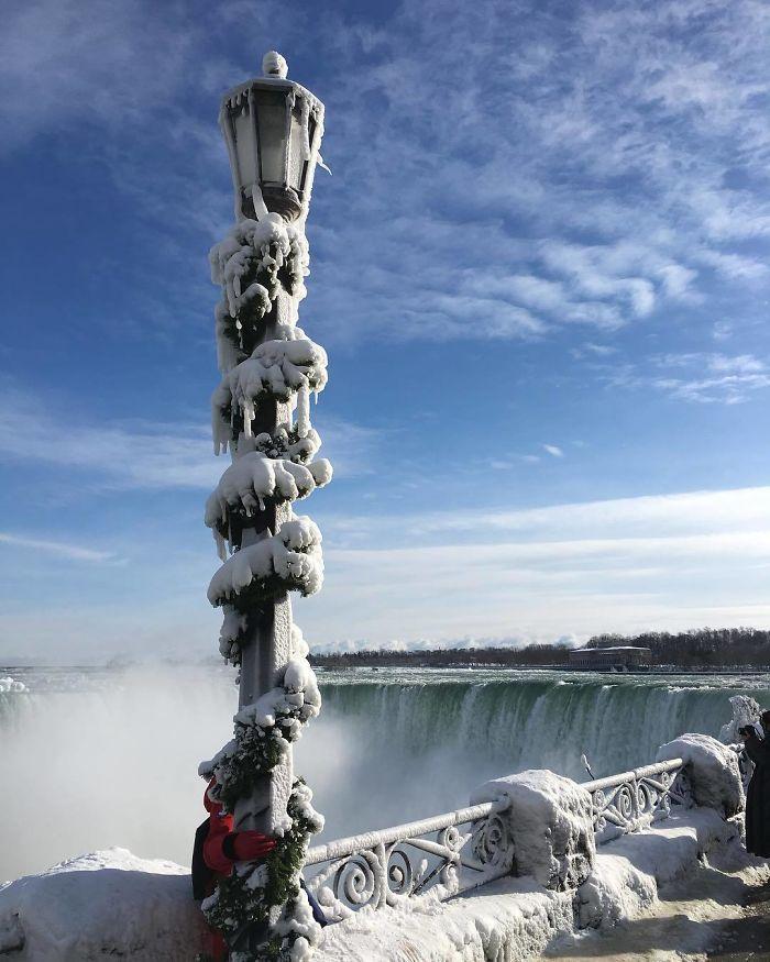 image7-6 | Замерзший Ниагарский водопад напоминает Нарнию — это просто волшебно!