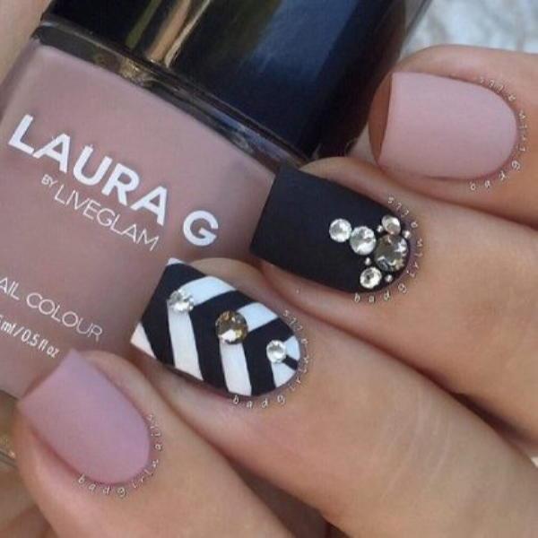 image8-42 | Красивые ногти с украшениями на весну-лето 2018