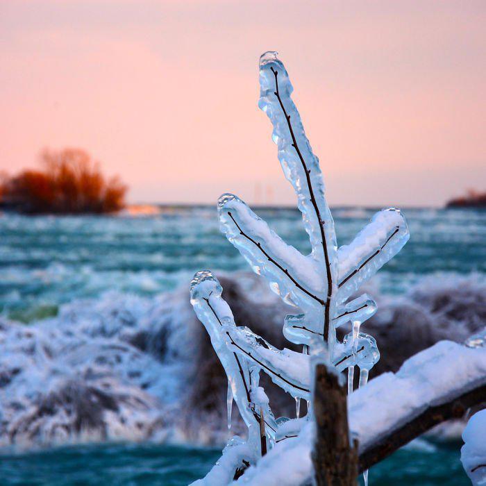 image8-5 | Замерзший Ниагарский водопад напоминает Нарнию — это просто волшебно!