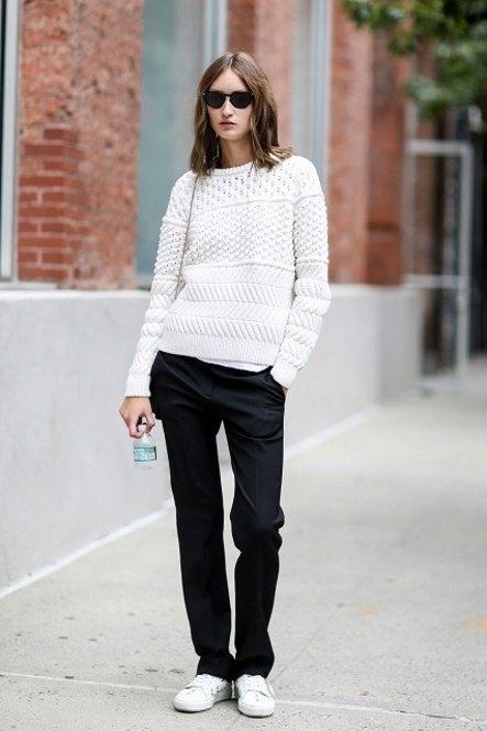 image26-17   8 стильных образов с черными брюками: модные тенденции весны 2018
