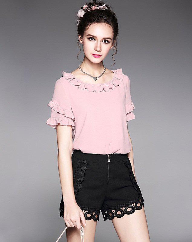 2-piece-sets-pink-ruffles-chiffon-top-and-black-lace-short-women-outfit-1 | 10 прекрасных идей нарядов весны и лета 2018